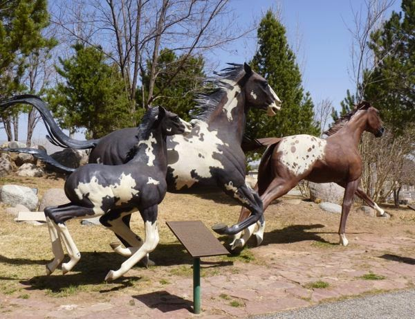 Galloping horses sculpture