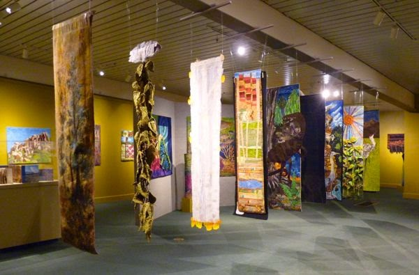 Display of hanging quilt banners