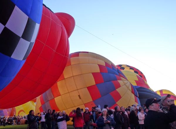 Balloons getting larger with crowds of people