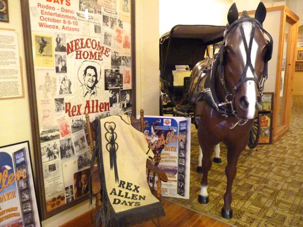 Posters, horse statue