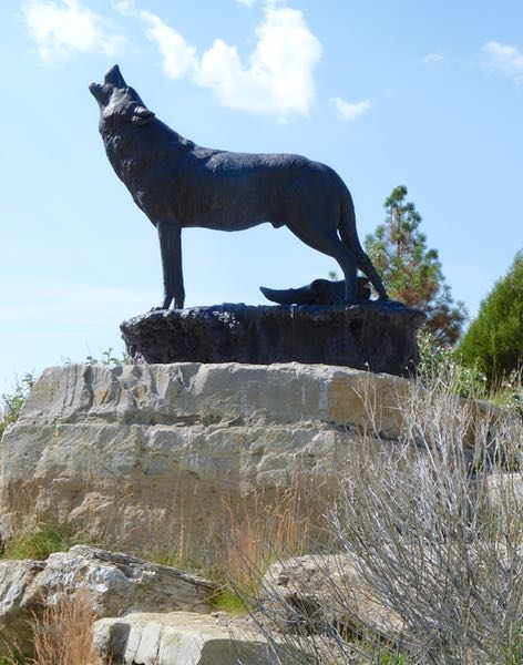 Sculpture of wolf