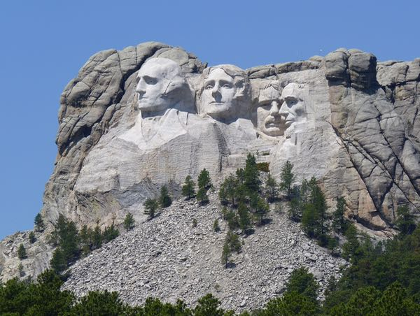 Mountain sculpture of presidents